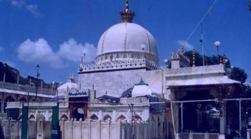 Whoever kissed Ajmer Sharif's frame did not return empty handed